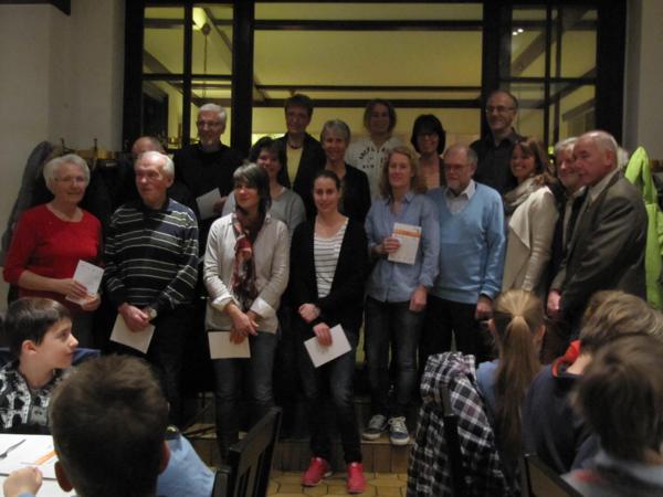Die Erwachsenen Teilnehmer nach der Auszeichnung
