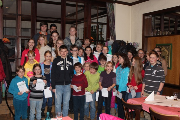 Die Kinder und Jugendlichen des TuS Rambach mit ihren Urkunden